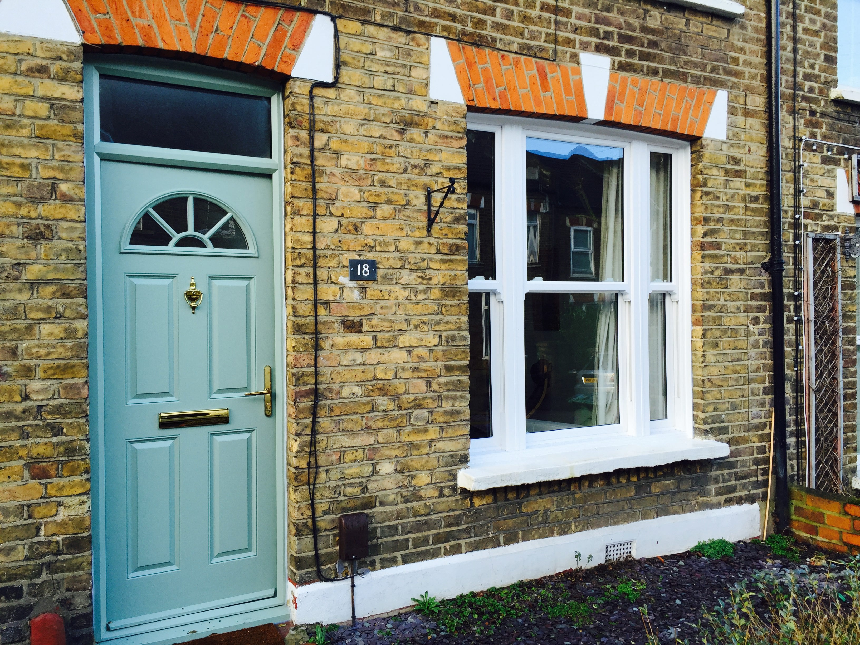 what makes a sash window london